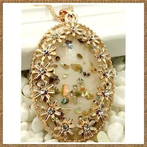 Jewelry - Beautiful Vintage Style Pendant Necklace NEW